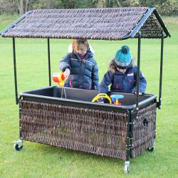 WICKER WATER TRAY AND SHELTER