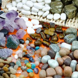 STONES & MINERALS TREASURE BASKET – PACK